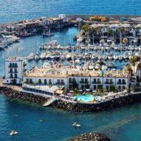 Blick auf Playa de Puerto Mogan und Hafen