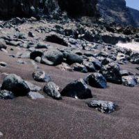 Steine am roten Playa del Verodal