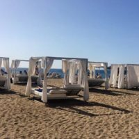 Daybeds am Strand in Costa Adeje