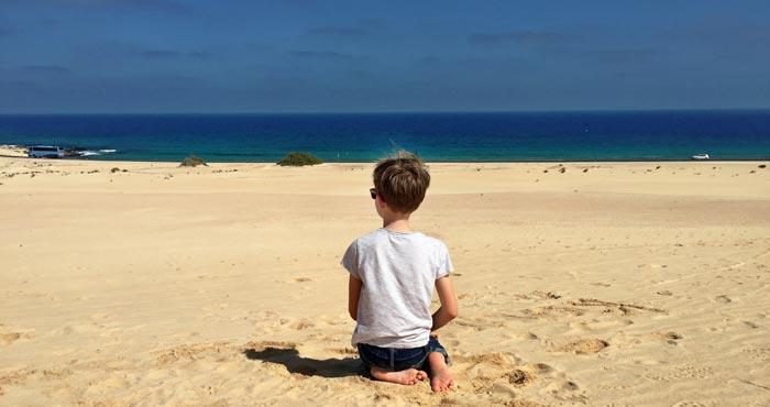 Kind in den Dünen von Corralejo