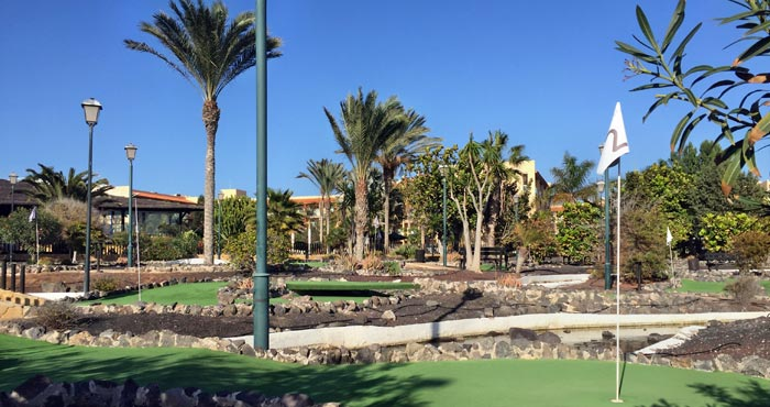 Minigolf auf Fuerteventura mit Kindern